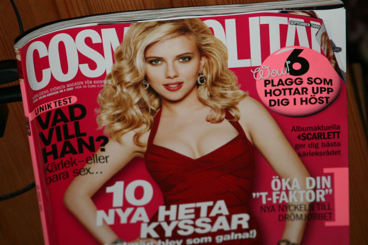 Image of part of a Swedish-language edition of Cosmopolitan magazine featuring Scarlett Johansson