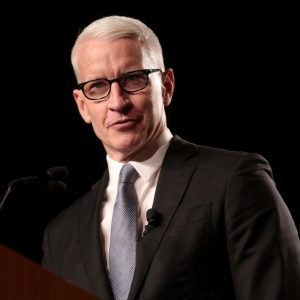 Photo of Anderson Cooper at lectern.