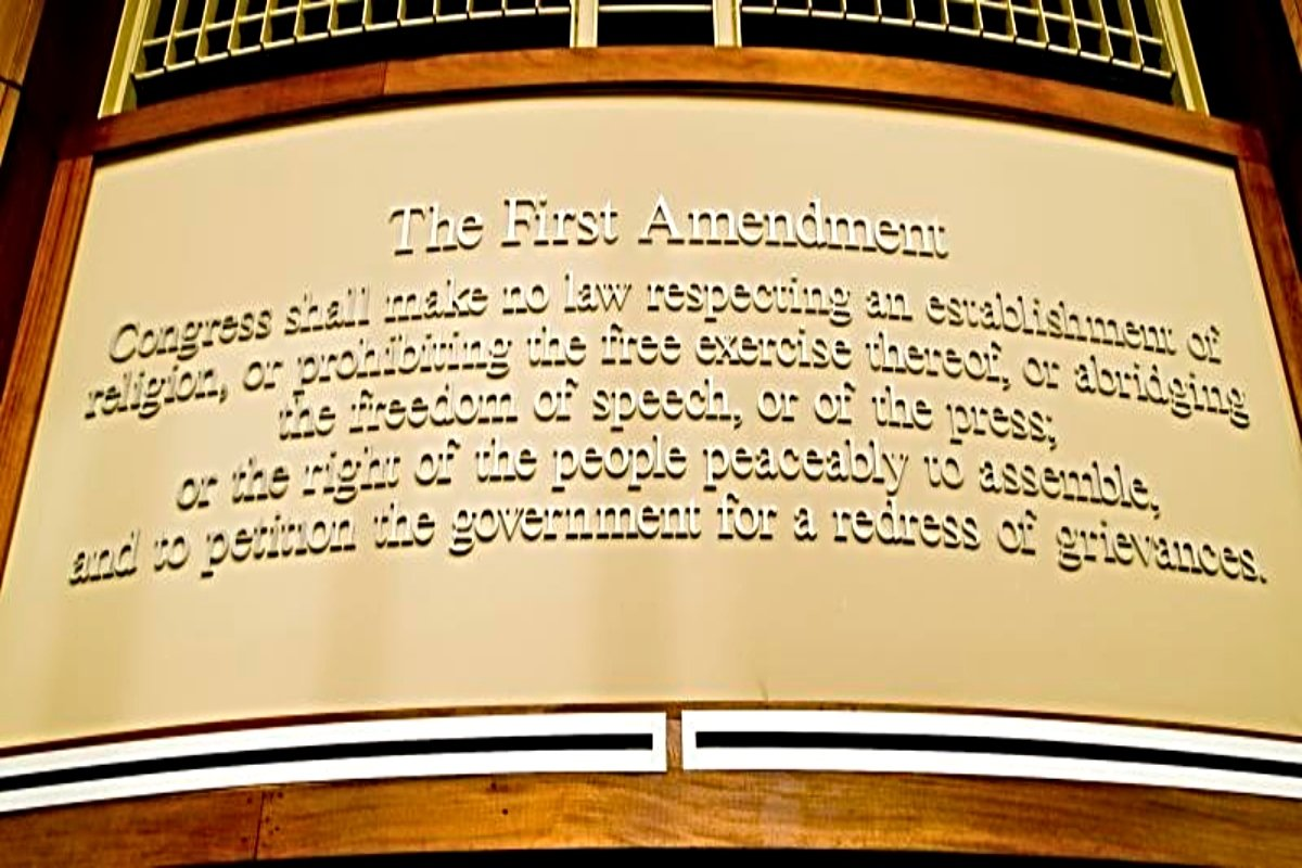 A plaque showing the text of the First Amendment.